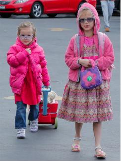 7-летняя Вайолет и 4-летняя Серафина