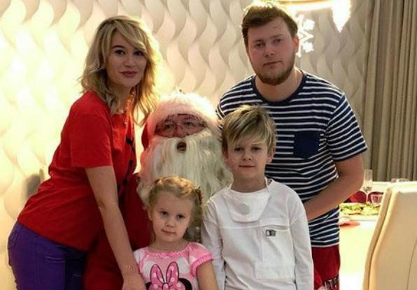 Елена Бушина с семьей