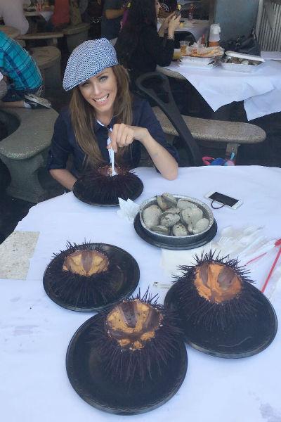 Юлия отважилась попробовать необычное блюдо