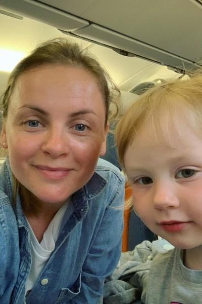 Юлия Проскурякова должна была прилететь с ребенком в столицу вчера