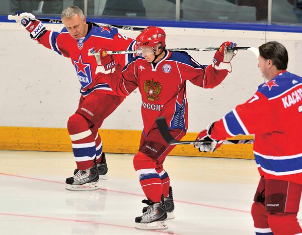 Вячеслав Фетисов поставил лидера России на коньки