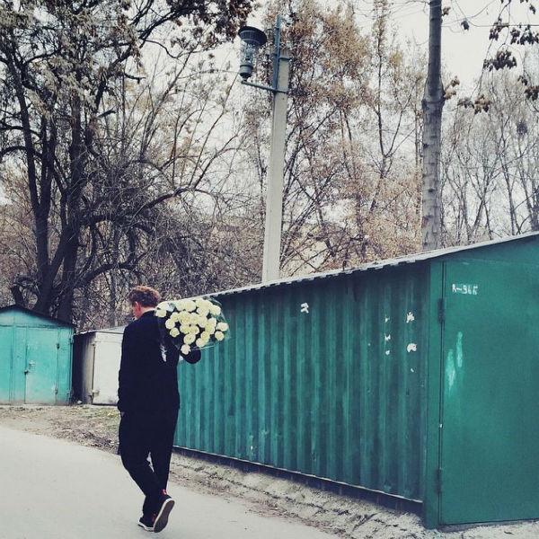 Возлюбленный актрисы приготовил для ее бабушки роскошный букет цветов