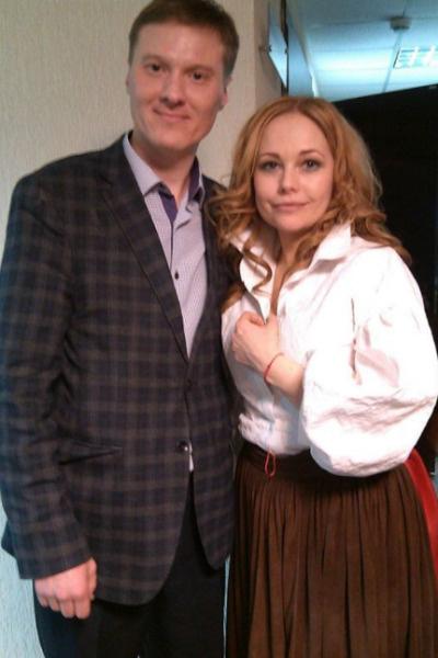 Корикова продолжает играть в театре и с удовольствием фотографируется со зрителями