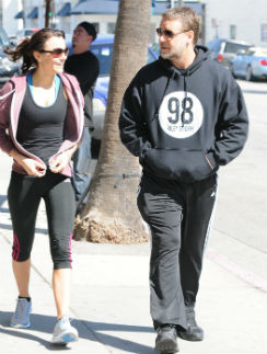 Пара ходит вместе на фитнес