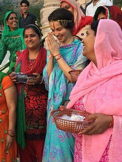 Сати Казанова в Индии