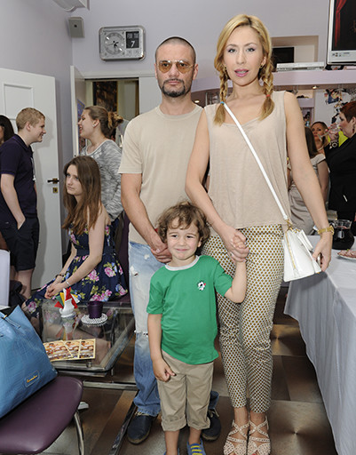 Анастасия Гребенкина с мужем и сыном