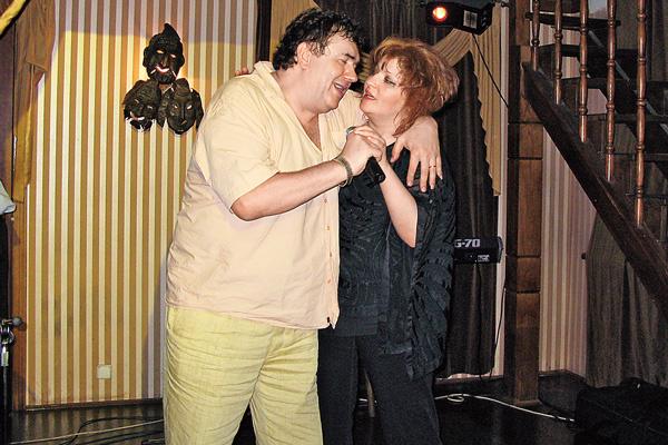 Стас Садальский и певица Анастасия на праздновании дня рождения актера 8 августа 2007 года