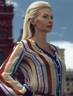 Элина Камирен в наряде от дизайнера Джемала Махмудова