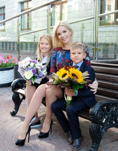 Телеведущая Анастасия Трегубова отправила сына в первый класс
