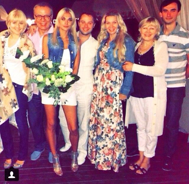 Виталий отметил праздник в компании Марии Кожевниковой, ее мамы и Вячеслава Фетисова с женой