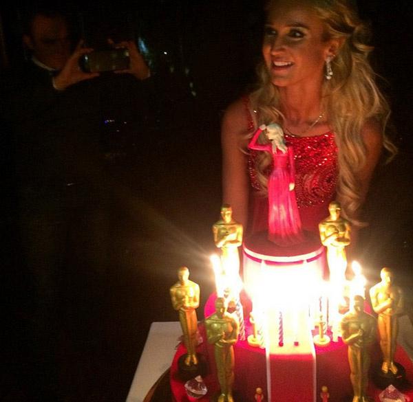 Торт был оформлен в тематике вечеринки