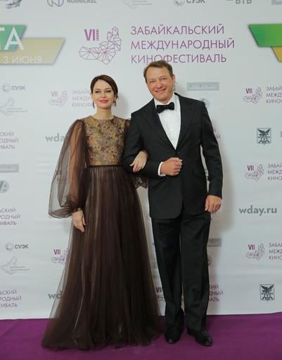 Ирина Безрукова и Марат Башаров - ведущие вечера