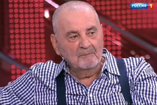 Сосед считает, что война за баню началась из-за личных проблем Баталова