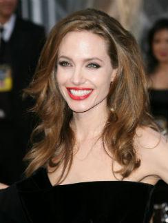 Анджелина Джоли на церемонии вручения «Оскара» в 2012 году