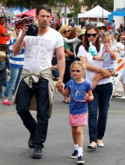 Семья Аффлек-Гарнер на праздновании Дня независимости Америки