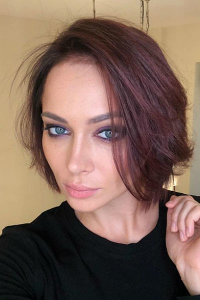 Актриса поменяла прическу и цвет волос