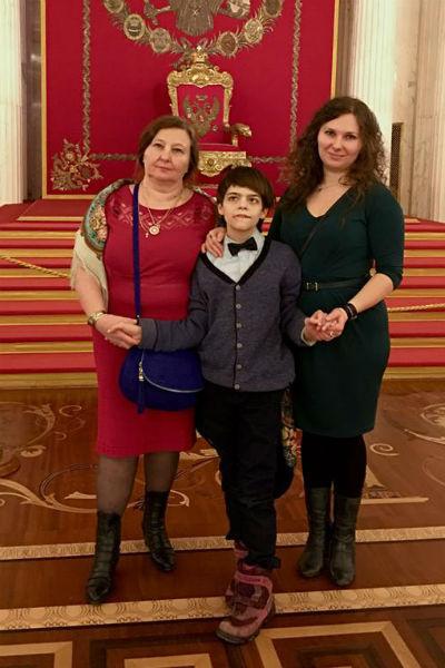 Анастасия Мартцинковская с сыном и мамой