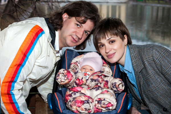 Максим, Ирина и малышка Александра