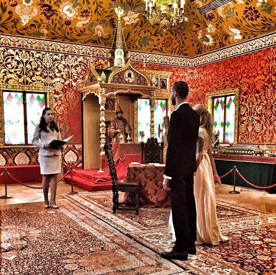 Пара заключила брак в Коломенском