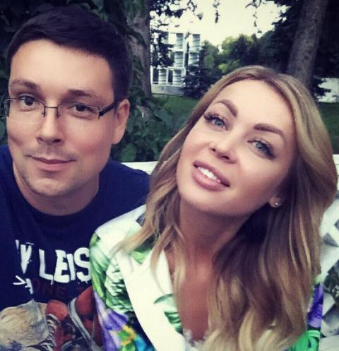 Андрей Чуев прогулялся с Кристиной и дочкой Лизой по Парку Горького