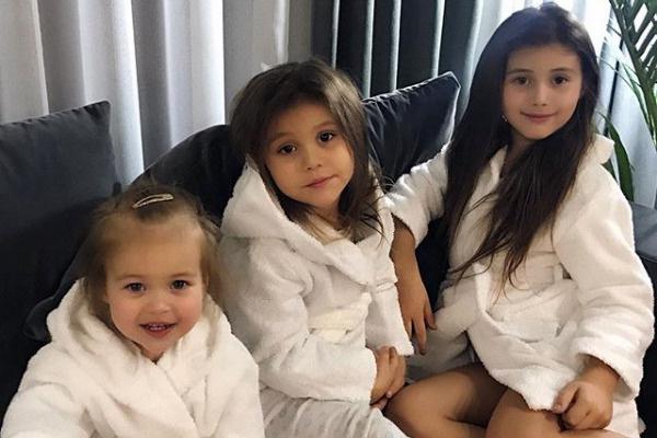 Самойлова часто рассказывает о жизни дочерей