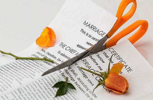 Больно и страшно: звездные откровения о разводе, которые шокировали всех