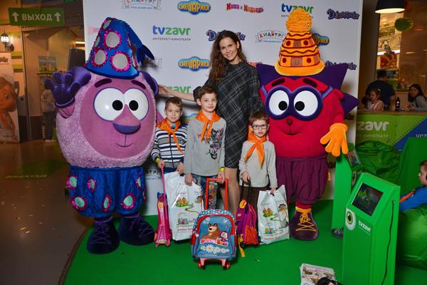 Актриса Наталья Лесниковская с детьми