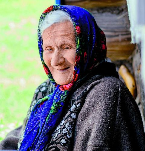 Уже прощаясь, бабуля всплескивает руками: «Да я же зубы забыла вставить! Что же вы мне ничего не сказали? И на фотографиях без зубов я, наверное, совсем старая получилась»