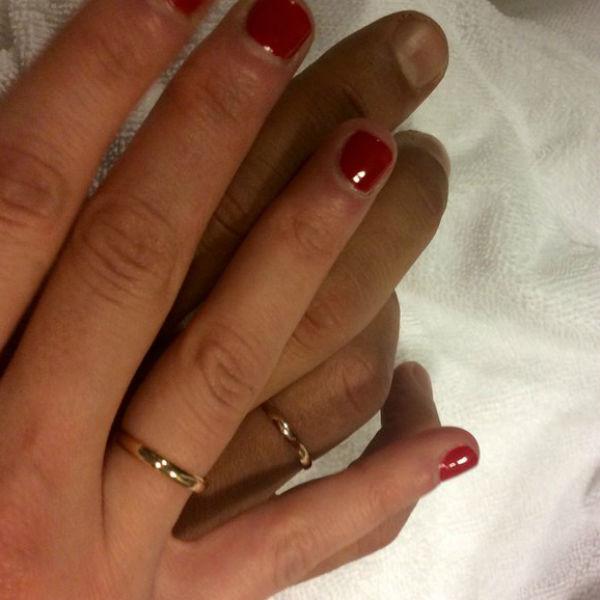 Артист продемонстрировал обручальные кольца