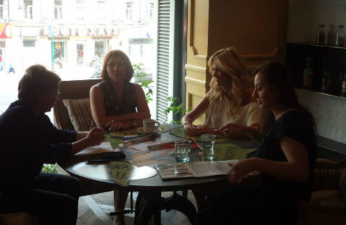 Слева направо: психолог Ольга Тиунова, телесваха Роза Сябитова, модель Виктория Лопырева, редактор Анастасия Ананьина