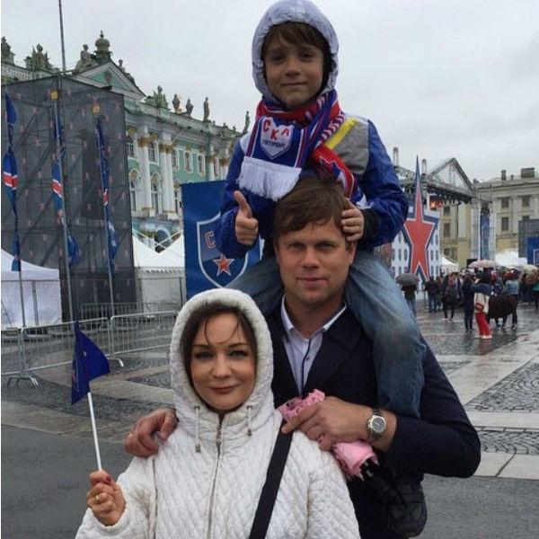 Татьяна Буланова с Владиславом Радимовым и сыном