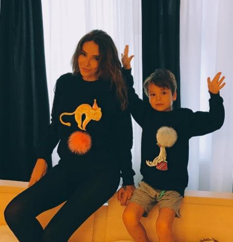 Айза Долматова с сыном Сэми