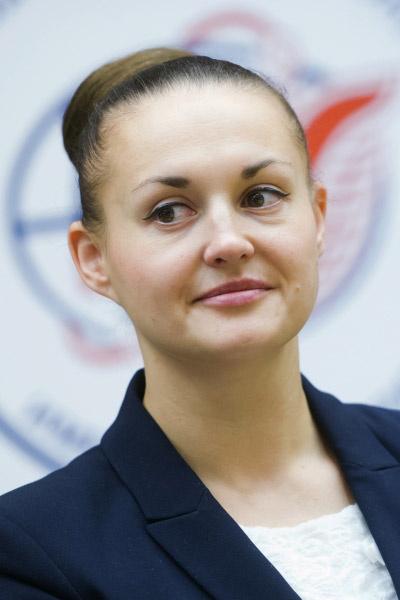 Пока Серова будет работать на орбите, ее останутся ждать муж и дочь