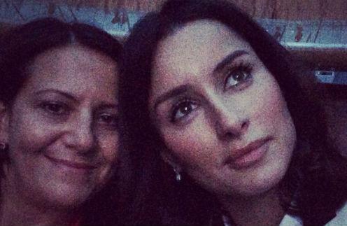 Тина Канделаки с подругой на концерте