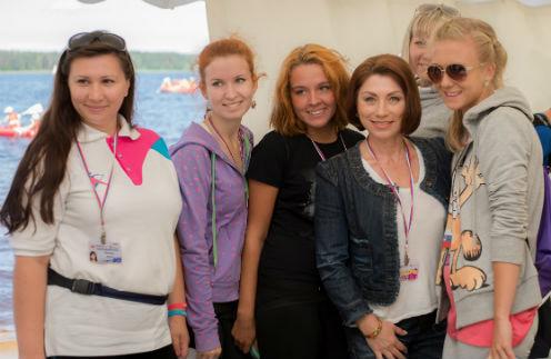 Роза Сябитова с участниками молодежного форума «Селигер»