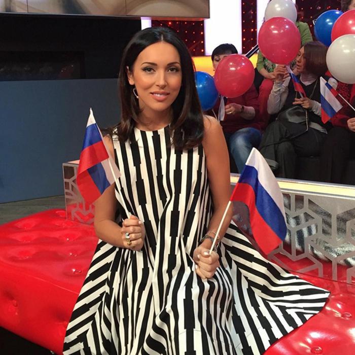 На эфир одного из телеканалов в минувшую пятницу Алсу пришла в платье для будущих мам