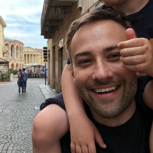 Дмитрий наслаждается временем в компании с сыном