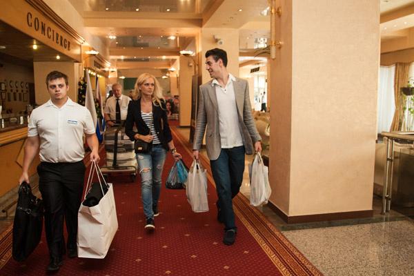 Дмитрий и Татьяна Дюжевы привезли с собой рекордное число чемоданов