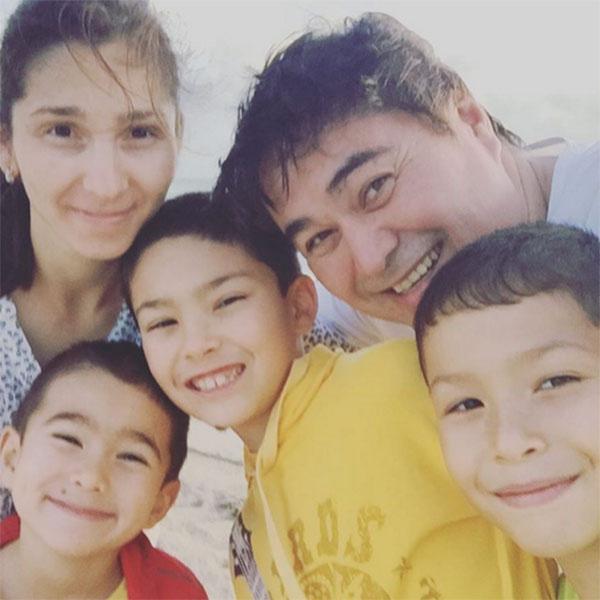 Арман Давлетьяров с женой и сыновьями
