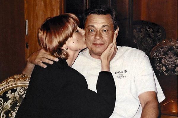 Супруга всегда поддерживает Караченцова