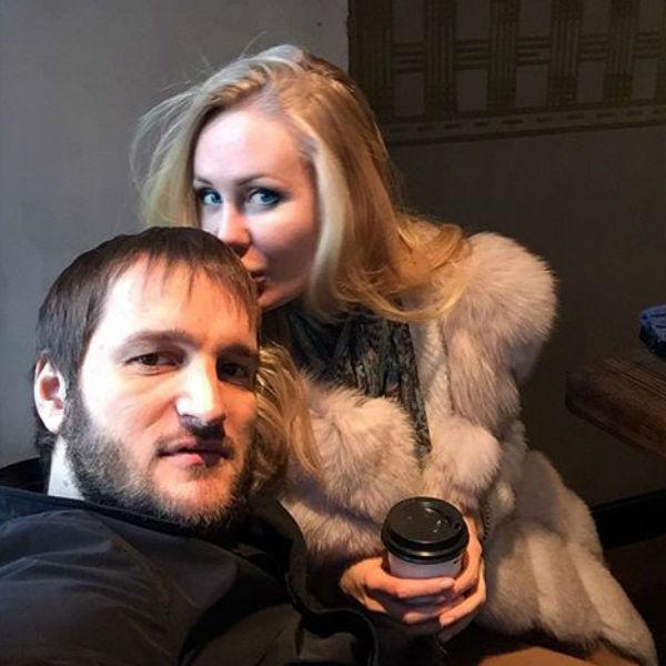 Алексей счастлив рядом со своей возлюбленной