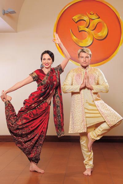 В центре аюрведы и йоги «Керала», вдохновившись медитацией, Николай переоделся в курту-паджаму, а Софи – в сари