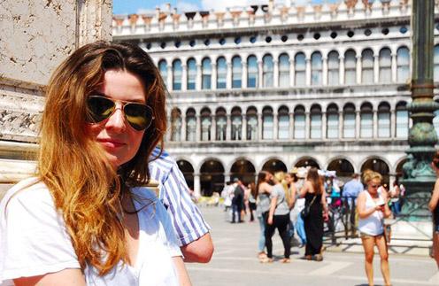 Жанна Бадоева на центральной площади Венеции