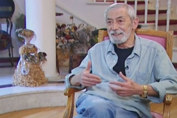 Актер живет в трехэтажном особняке в центре Тбилиси