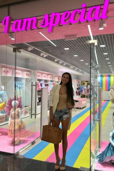 Оксана редко появляется в магазине