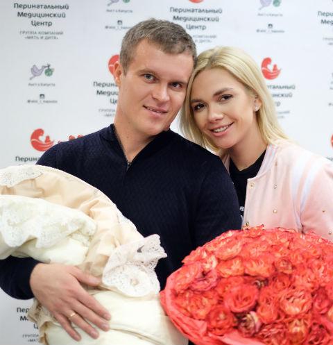 Анастасия Трегубова с мужем Александром и дочерью Никой