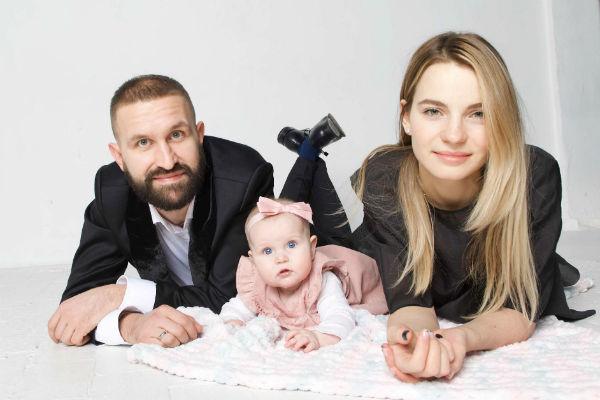 Иван Добронравов с женой и дочкой