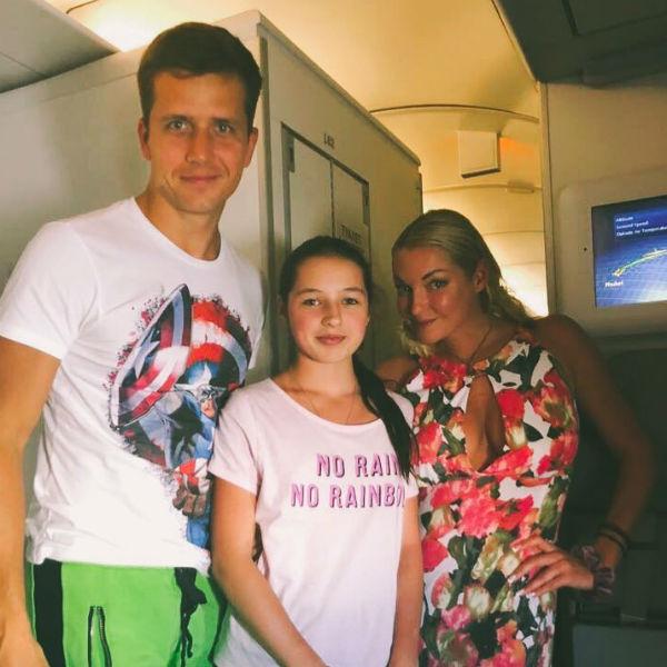 Денис Косяков, Ариадна и Анастасия Волочковы