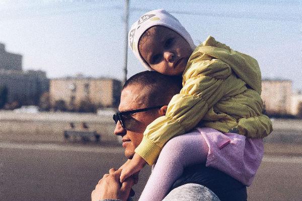 Павел Прилучный с дочерью