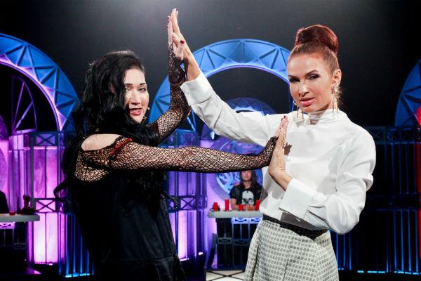 Линда и Эвелина Бледанс во время съемок шоу
